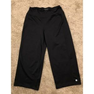 Athleta Black Cropped Leggings/Pants
